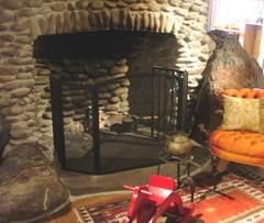 店内の暖炉