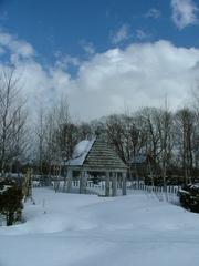 雪に埋ったH&Bガーデンの東屋