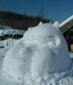 おそらく世界初の○○○○の雪像です!